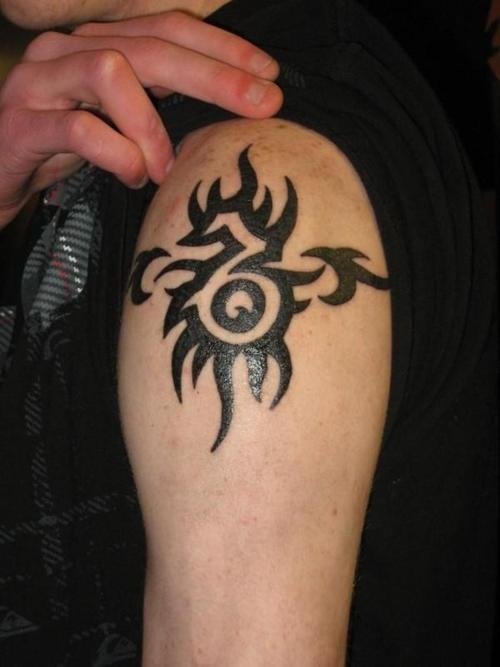 d172914026476 This Capricorn tattoo is done in a tribal style.